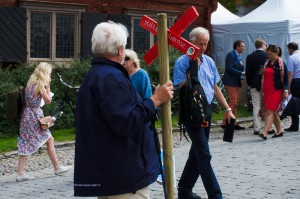 """Visby. Många var det som försökte få sin röst hörd, här """"Stötta Kungsleden""""."""