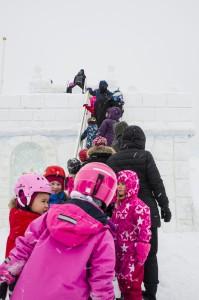 Kön ringlade lång hela tiden vid isborgen i Luleå.