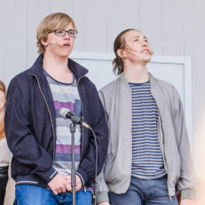 "Esteteleverna i Boden sjunger ""Rent"" på Örat i Boden."