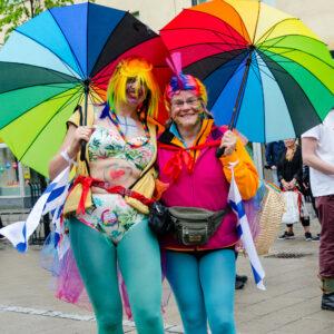 Luleå Pride 2016. Kirsti och Lydia, färgstarkaste paret under priden i Luleå?