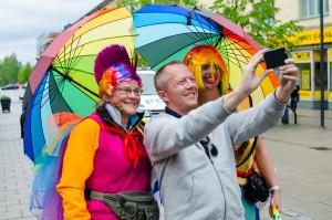 Luleå Pride 2016. Självklart måste Jonas ta en selfie med dem!