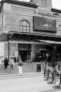 Fotografiska Stockholm. På väg in, har längtat länge!
