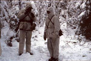 Två st. vintermaskerade ur 1 plut 7:e komp.