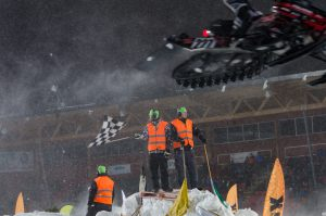 Målgång för #27 Nisse Källström, SMK Söderhamnsavdelning. Boden Arena Super-X 2017.