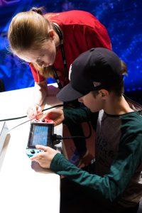 Nordsken 2017. Simon fick en snabbkurs i Nintendo Switch. Populär konsoll!