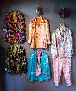 Sune Uusitalo har man ju sett gå omkring i Luleå i sina underbart vackra kläder. Första gången man såg honom någn gång på 80-talet var det lite mer ovanligt med färg än nu... Respekt!