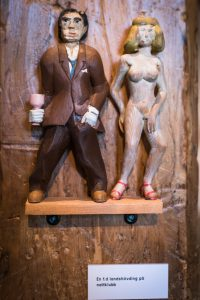 """""""En före detta landshövding på nattklubb"""", härlig skulptur på Havremagasinet i Boden!"""