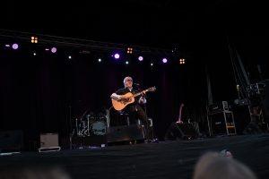 Eric Gadd på Boden Alive 2017. Stora delar av publiken kunde texterna, framförallt på de äldre låtarna. Kul med allsång...