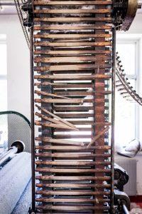 Morjärvs Ullspinneri. Och vad gjorde alla dessa band i trä?