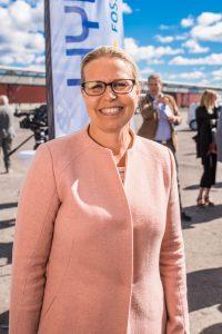 Eva Petursson, SSAB minglar på Hybrits invigning.