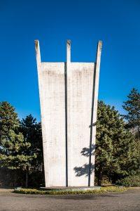 Monument över allt i Berlin! Detta är för Luftbron till berlinarna. Berlin var helt avskuret under 322 dagar under kriget och alla livsmedel var tvungna komma via luften.