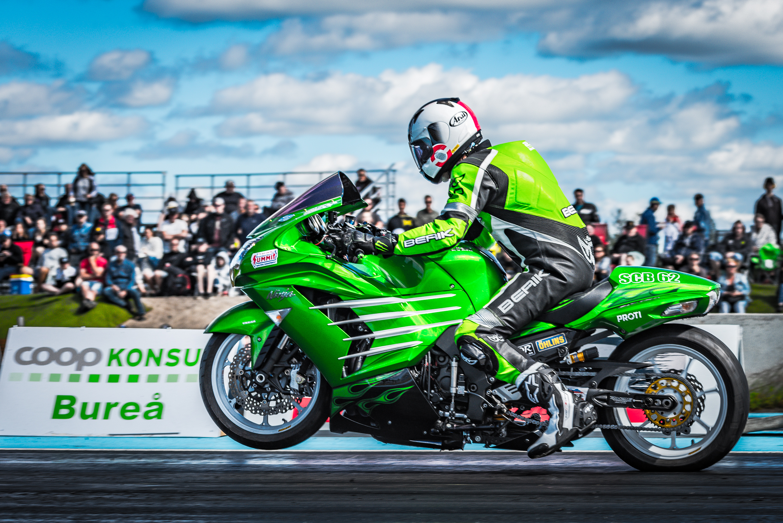 SHRA Dragracing på Fällfors Raceway. Även tvåhjulingarna var det drag i!