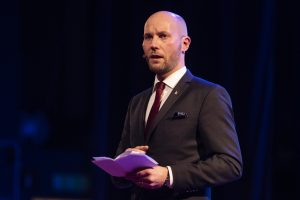 Kommunalrådet Claes Nordmark inviger Eyvind 2018 med ett litet brandtal. Bra!
