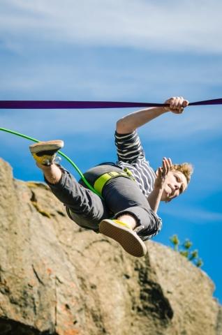Att träna att gå på lina är inte enkelt... Åbergsfortet.