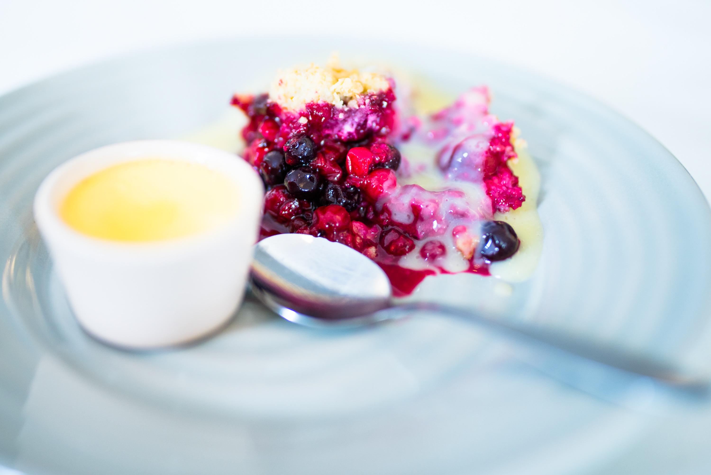 Bärpaj med vaniljsås, ser inte det lockande ut? Rutviks Golfrestaurang.