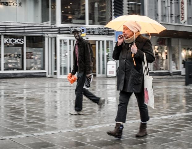 Ögonkontakt. Shopping, Luleå.