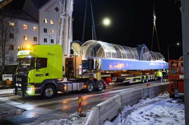 BDX transporterar bort gångtunneln över Sandviksgatan, även kallat helröret.