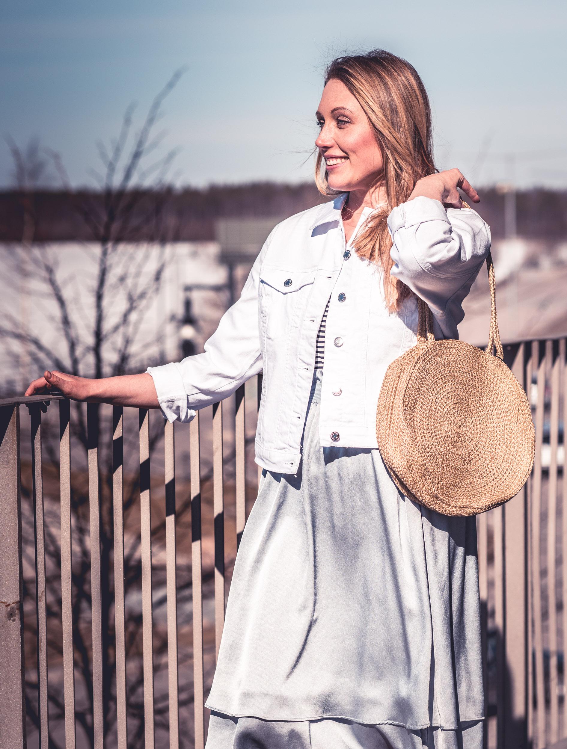 Jacka, kjol och väska från Vero Moda. Och en hel del vind... Kulturens hus, Luleå.