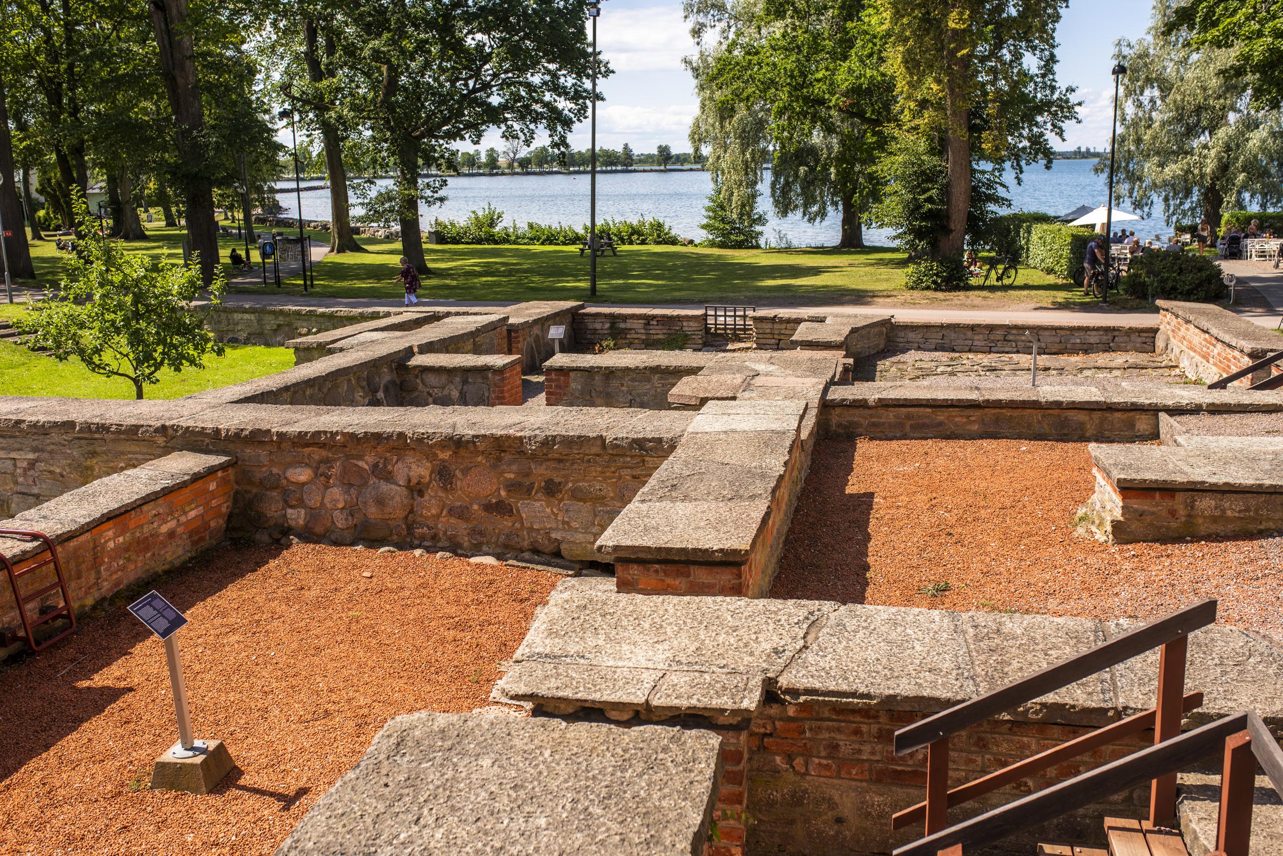 Gamla ruinparken i Vadstena.