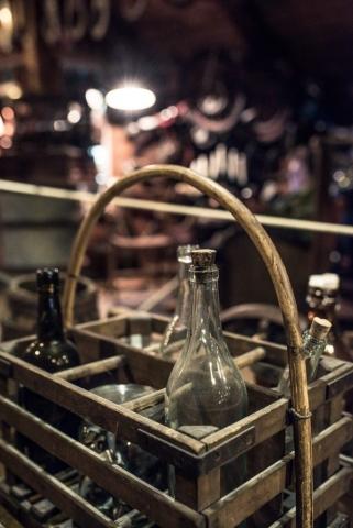 Det finns verkligen allt på Patinemuseet, från flaskor till bilar!