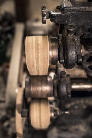 Banddrivna industrimaskiner har jag alltid haft stor respekt för, läskigt att fastna med någonting i dessa band.