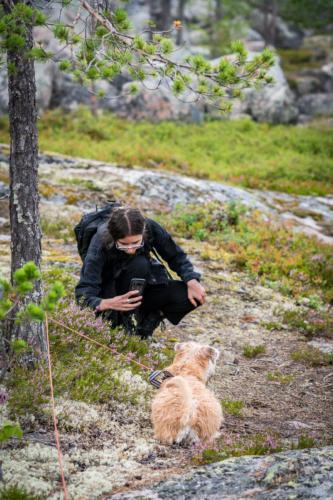 Utflykt till Öngårdsberget. Charlie är inte alltid upplagd för fotografering, det gäller att passa på när han är stilla...