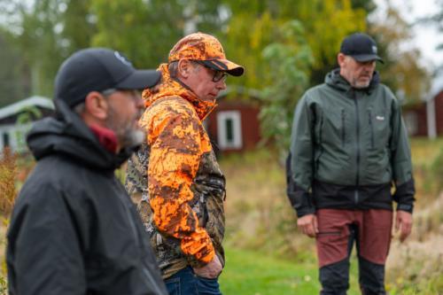 Älgjägaren är tillbaka efter passet... Vore kanske inte dumt med orangea kläder denna årstid!