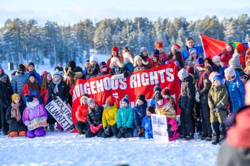 """Ungdomar som bland annat stöttar """"Skolstrejk för klimatet"""". Jokkmokks marknad 2020."""