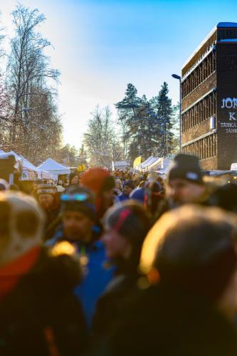 Många besökare under Jokkmokks marknad 2020.