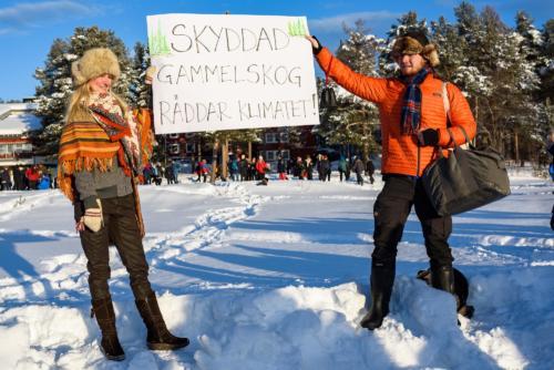 Många passade på att demonstrera, i både stora och små grupper! Jokkmokks marknad 2020.