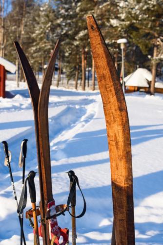 Inte senaste modellen på skidor. Men väl så användbara? Jokkmokks marknad 2020.