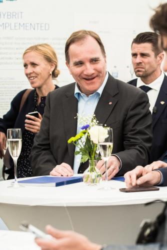 Det var mest glada miner under tillställningen, här är vår statsminister Stefan Löfven som  ser möjligheterna i Hybrit!